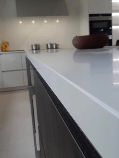 A Crisp Modern Kitchen In Miami White With A Calacatta Gold