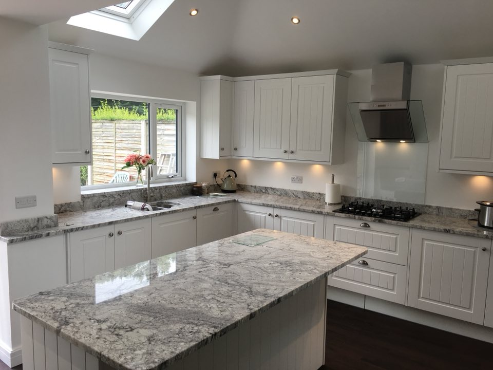 Beautiful-Thunder-White-Granite-worktops-and-matching-island-pairs-perfectly