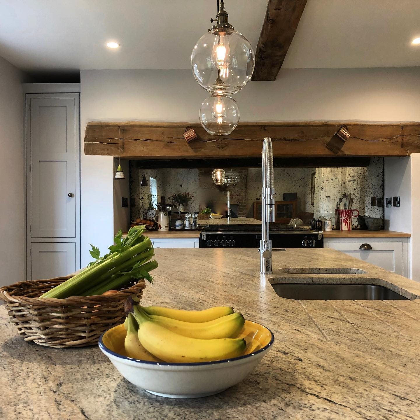 Stunning-Ivory-Fantasy-Granite-Worktops-in-30mm-perfectly-complement-this